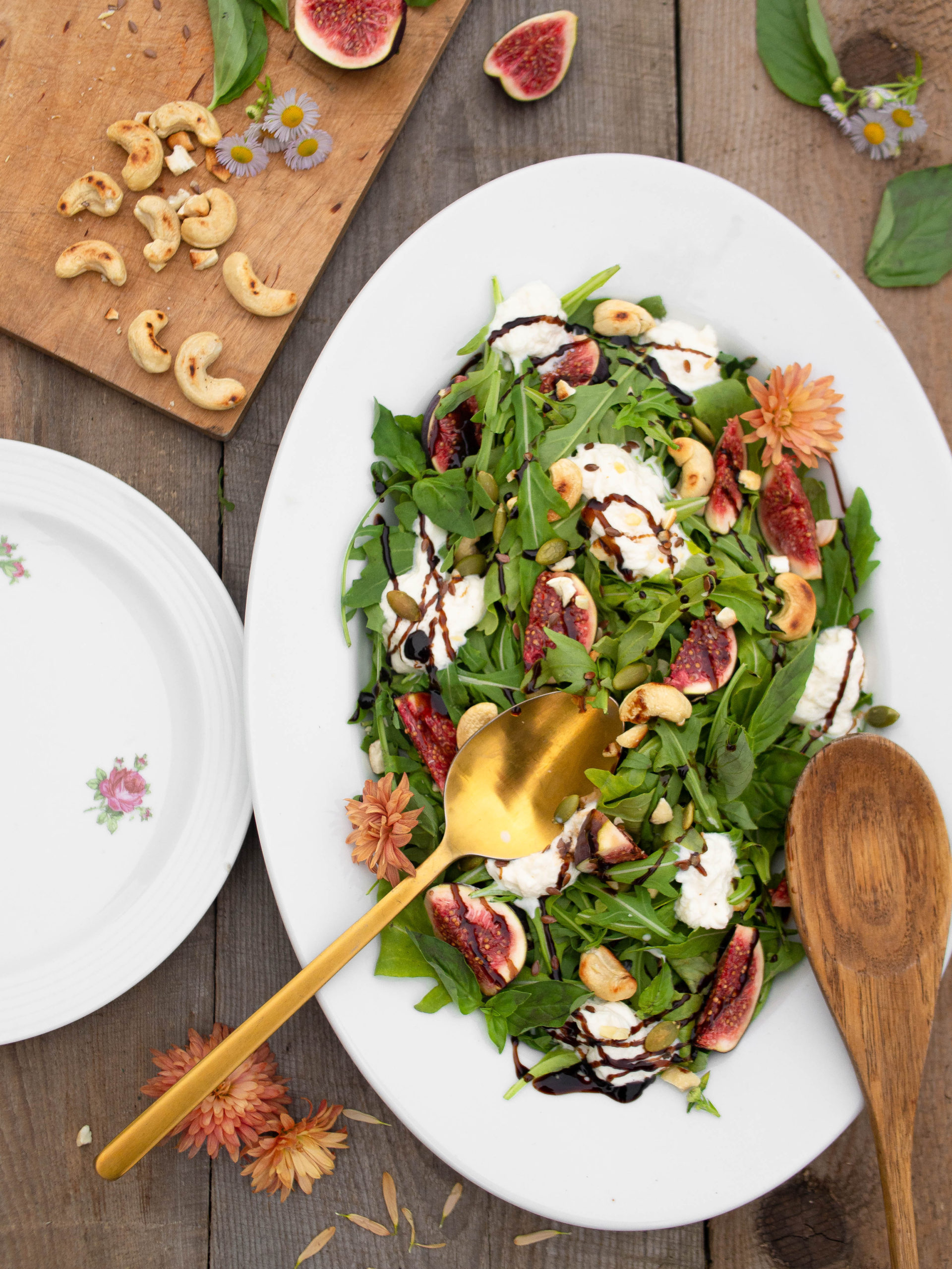 Burrata And Fig Salad With Balsamic Glaze In Travel Food